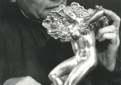 """Rino Ferrari e l'altorilievo in argento """"Pomona"""" realizzata nel 1973"""