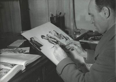 Rino Ferrari mentre realizza un'illustrazione per fumetti – Parigi, 1950